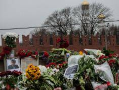 Banned Polish delegate addresses Nemtsov funeral-goes