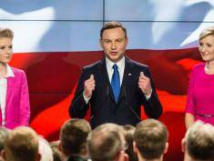 Exit poll: Duda wins first round with 34.8%, Komorowski with 32.2%
