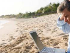 Poles struggle to switch off from work while holidaying