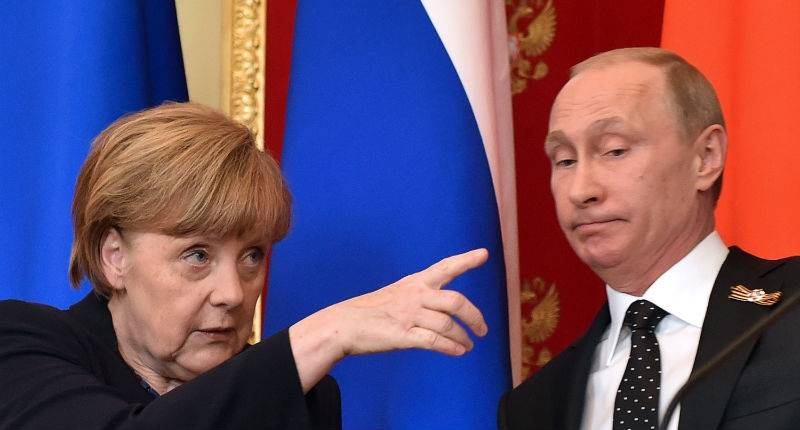 Putin defends Nazi-Soviet pact