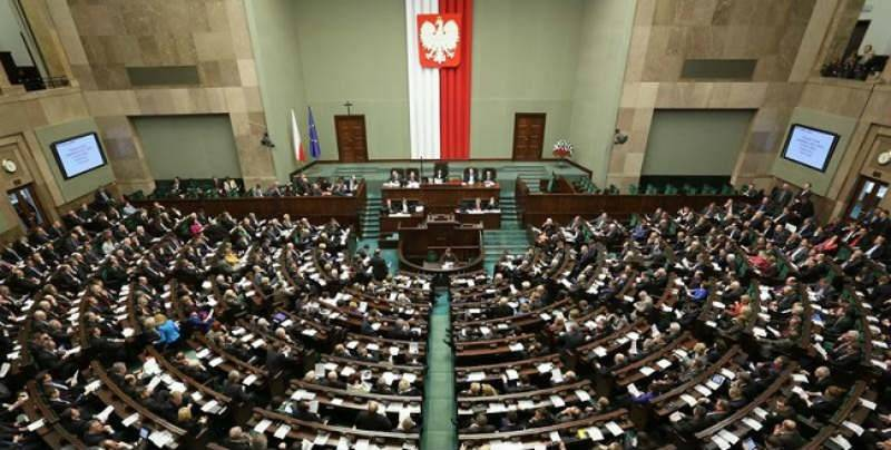 Poll: PiS and PO almost neck and neck
