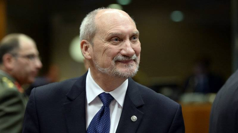 Defence Minister: Poland must rebuild army and economy