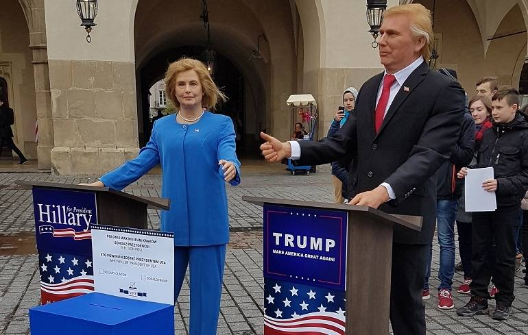 Hillary Clinton and Donald Trump showdown at... polish Main Square in Cracow!