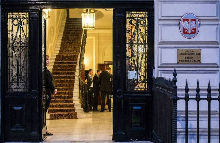 British denigrates Polish consulate in London. He orders us to learn from the Germans...